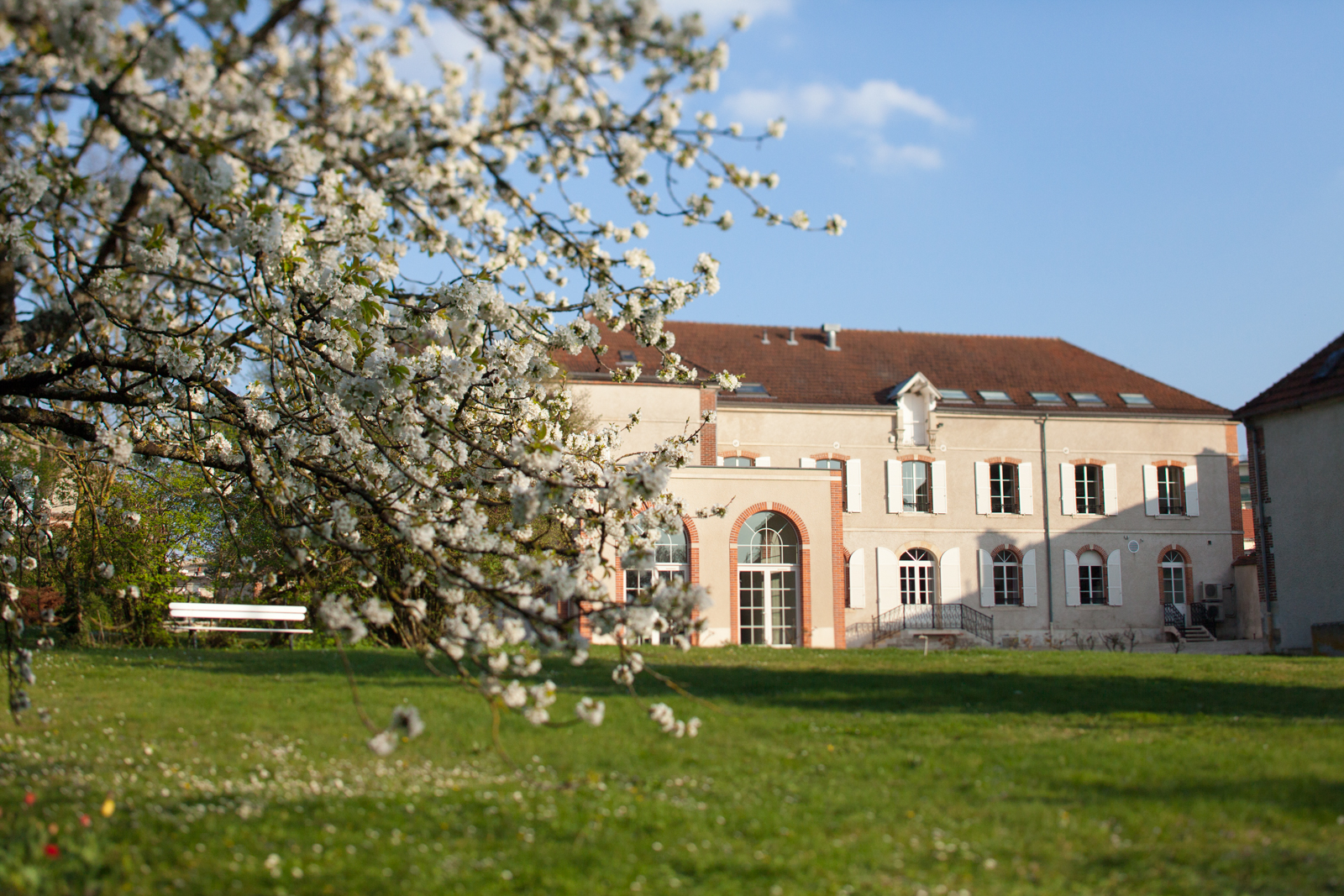 Champagne Gosset's Epernay estate in springtime. ©Kevin Day / Opening a Bottle