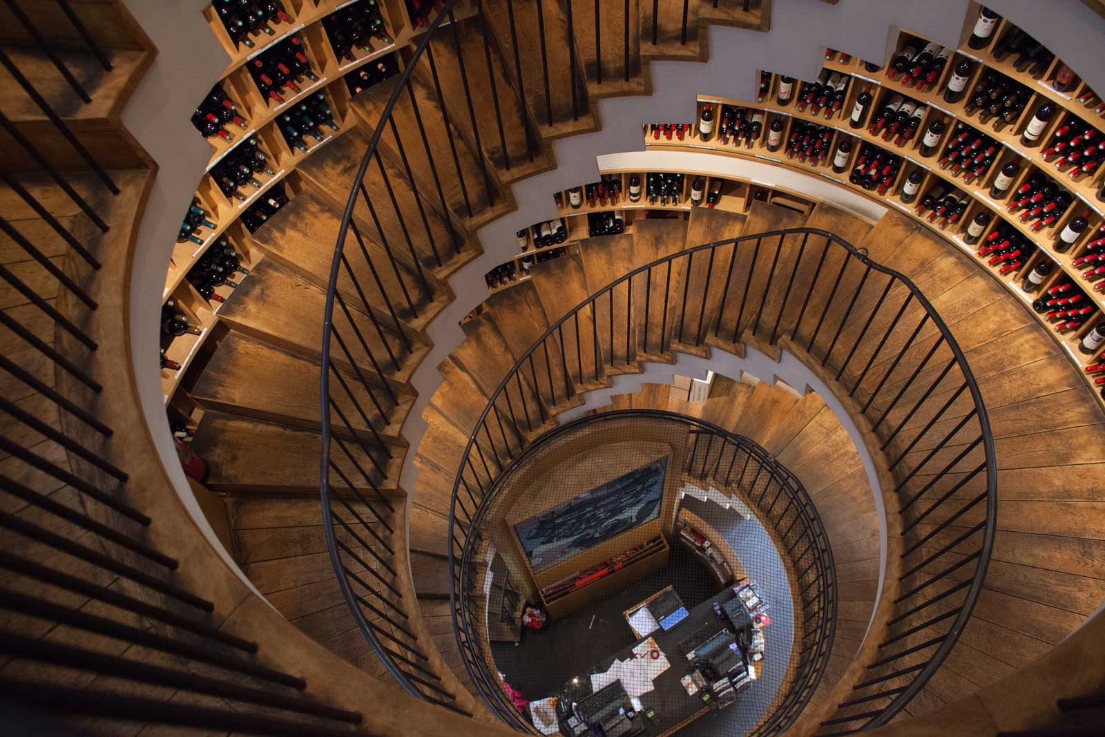 L'Intendant wine shop in Bordeaux, France. ©Kevin Day / Opening a Bottle